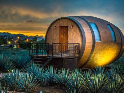 Мексикански хотел нуди сместување во буриња со текила