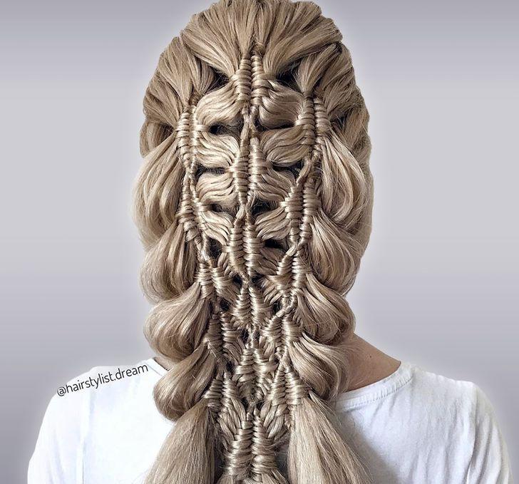 Тинејџерка од Германија создава зачудувачки фризури кои изгледаат како да се ткаени