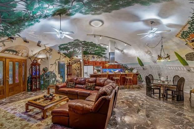 """Оваа куќа под земја во која се влегува низ """"хобитска дупка"""" нема да ве остави рамнодушни"""