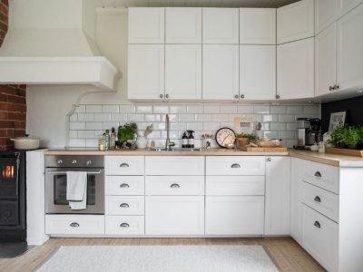 10 идеи како максимално да го искористите просторот и да ја зголемите малата кујна