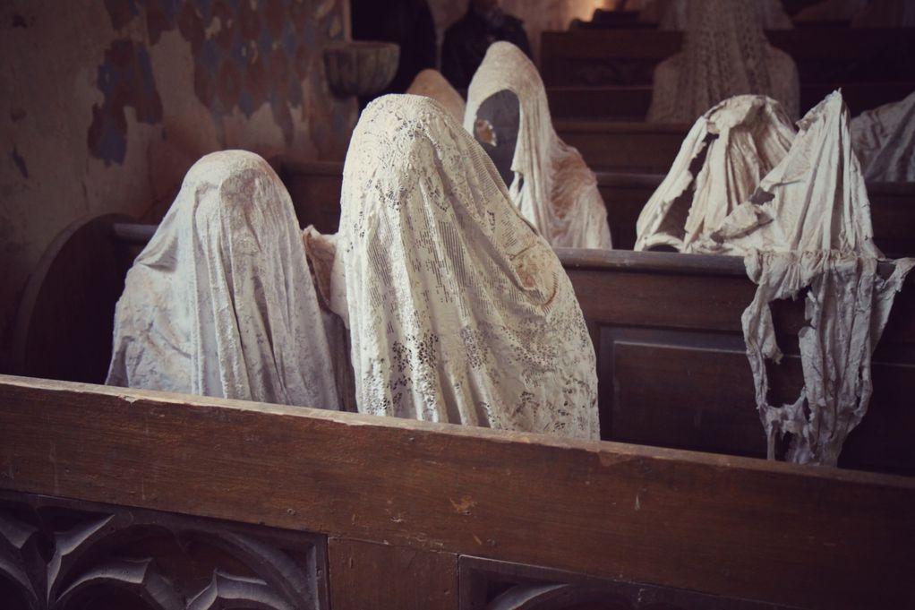 Оваа напуштена црква каде што сите виделе духови крие моќна порака