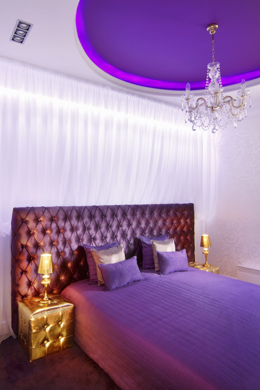 Прекрасно уреден стан во кој ќе се вљубат љубителите на виолетовата боја