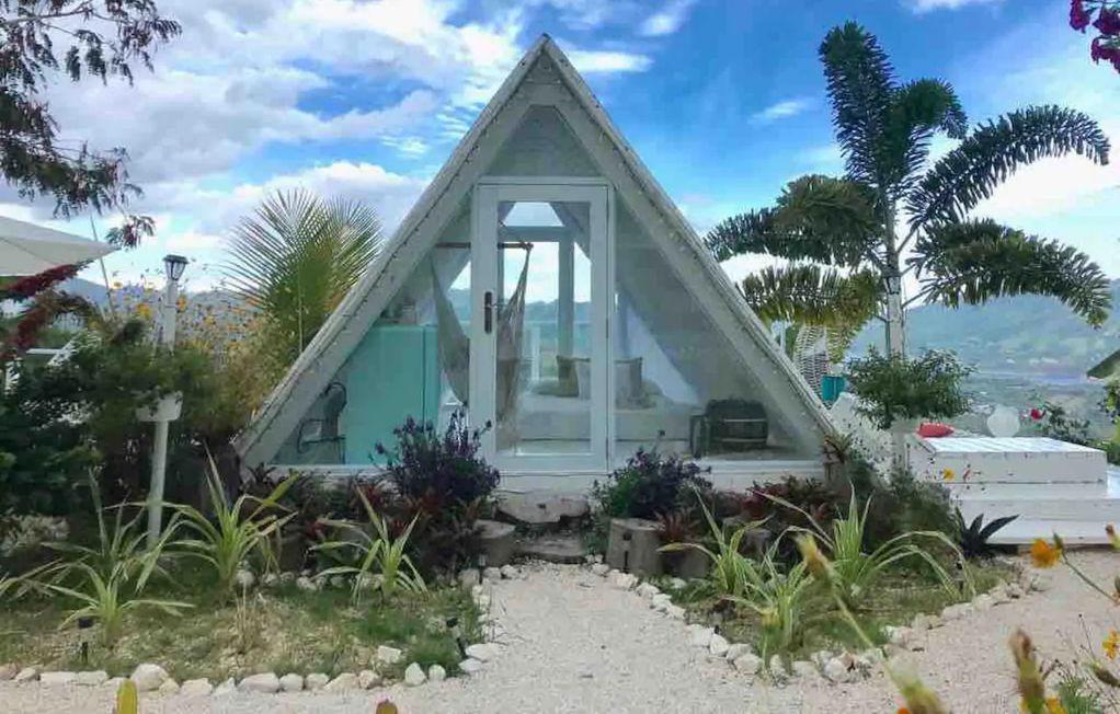Стаклен шатор за двајца во кој ќе се вљубат и оние кои не сакаат кампување