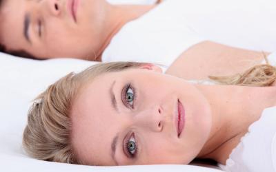 Дали знаете колку често луѓето спијат со отворени очи?