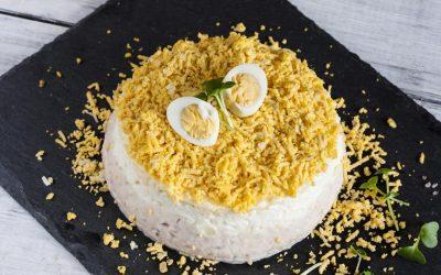 Рецепт за богата солена торта од палачинки
