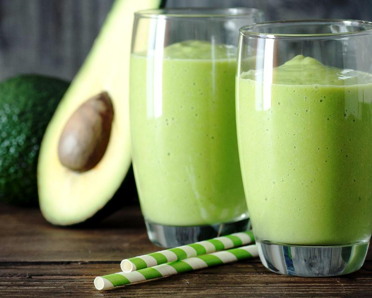 Сè што можеби не сте знаеле за млекото од авокадо