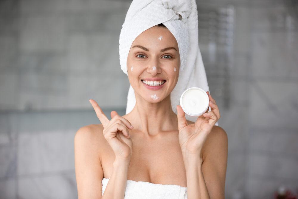 Експертите за убавина објаснуваат: Еве како правилно да нанесете крем за лице