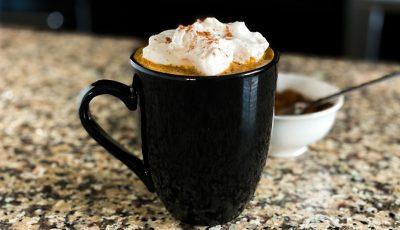 Кафе на денот: Лате со тиква и урми