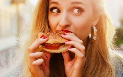 Набљудувајте ги луѓето додека јадат храна за да откриете дали се агресивни