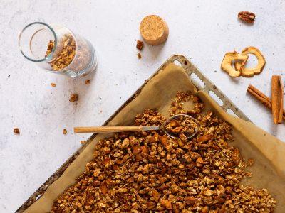 Рецепт за највкусната есенска гранола со јаболко и цимет