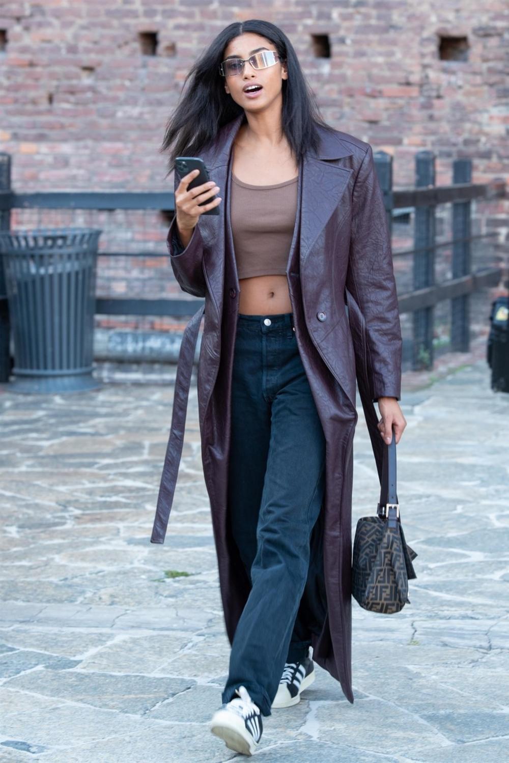 12 предлози како да го комбинирате долгото палто оваа сезона