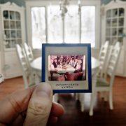 Фотографка ги оживува старите семејни спомени и празничните традиции