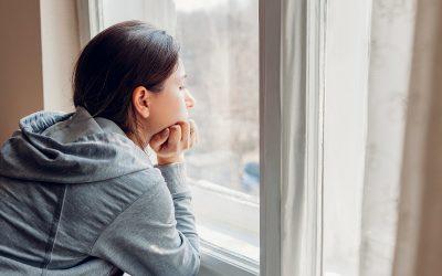 3 хороскопски знаци што најтешко ја издржуваат самоизолацијата