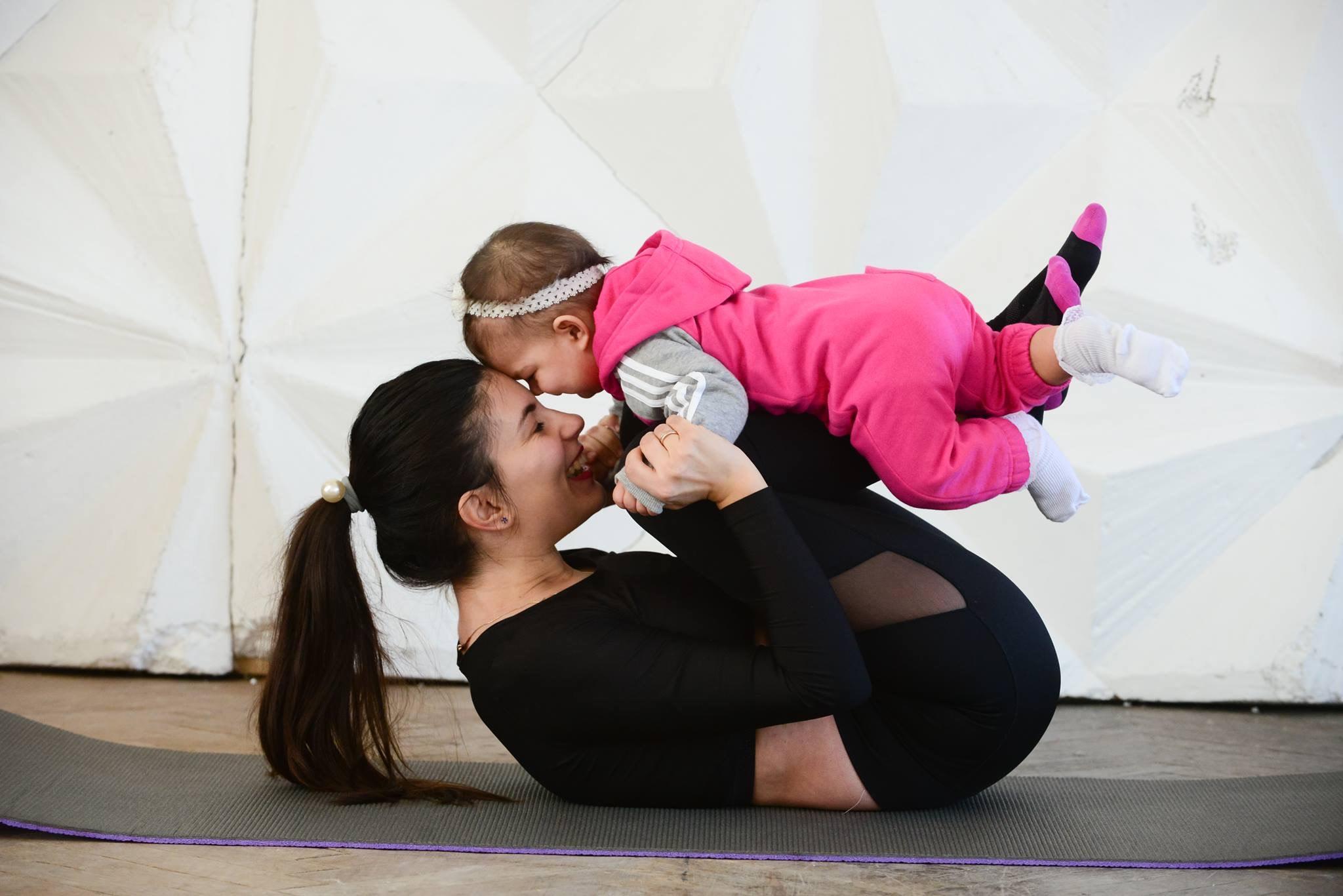 Интервју со @mojafitnessmama: Прочитајте повеќе за фитнес програмите за мајки и животот во Киев на Мери Амбросова