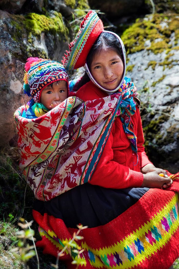 Мајчинството во различни земји претставено преку фотографии