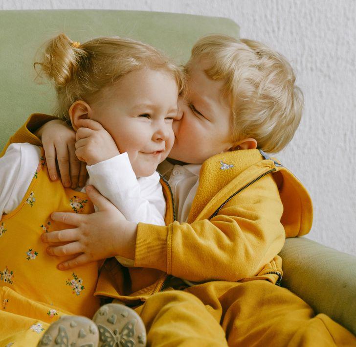 15 фотографии од слатки прегратки што ќе ве стоплат оваа есен