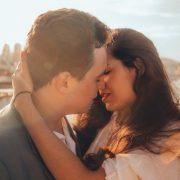 5 едноставни прашања што треба да си ги поставите пред да се смирите со поранешниот партнер