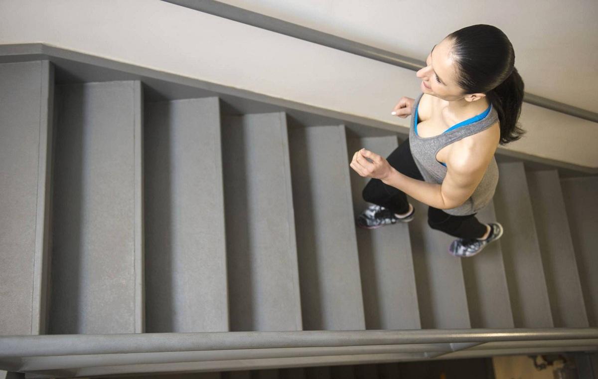Како да пешачите по 1,5 километри без да излезете од дома?