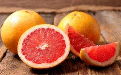 """Расте во гроздови, го спречува дејството на лековите: 10 работи што не сте ги знаеле за """"забранетото овошје"""""""