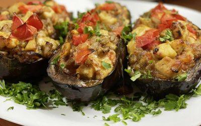 Совршен предлог за ручек: Модар патлиџан полнет со пилешко месо и зеленчук