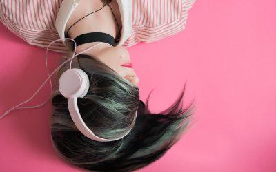 7 песни со кои можете да го започнете викендот