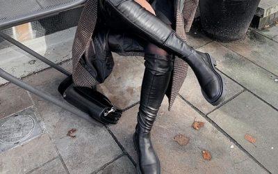 Црните чизми над колената се најпосакуваниот модел оваа сезона!