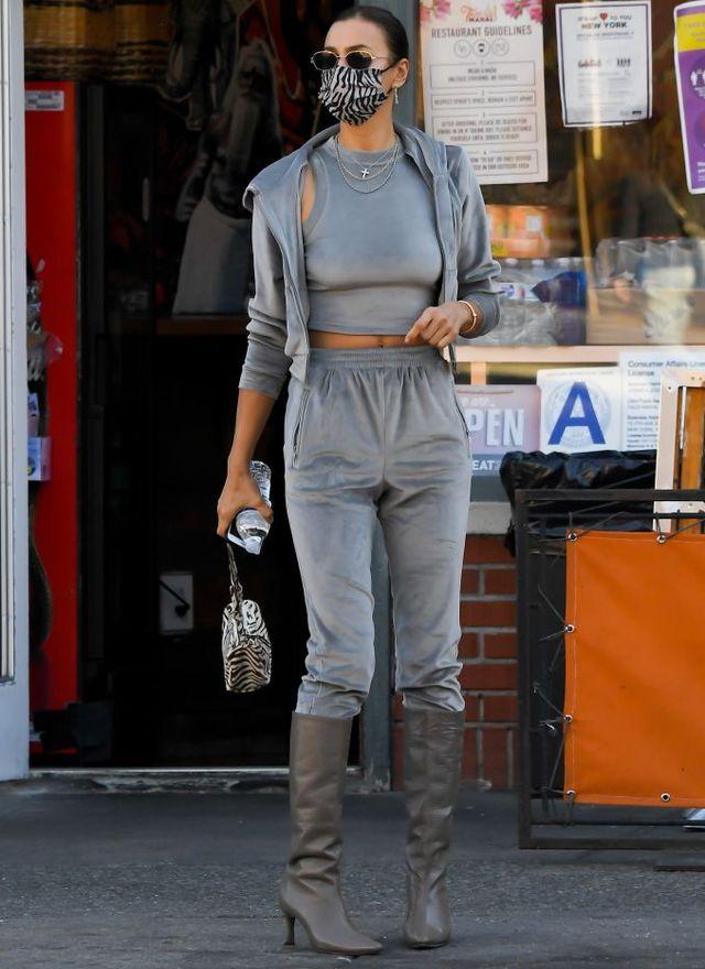 Дали би се осмелиле? Ирина Шајк носи тренерки и чизми на начин на кој никогаш не би помислиле