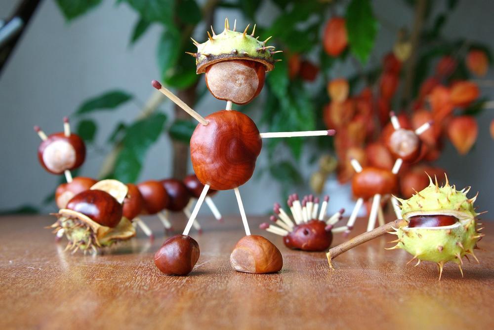 Есенска забава од детството: Научете ги вашите деца да прават фигури од костени