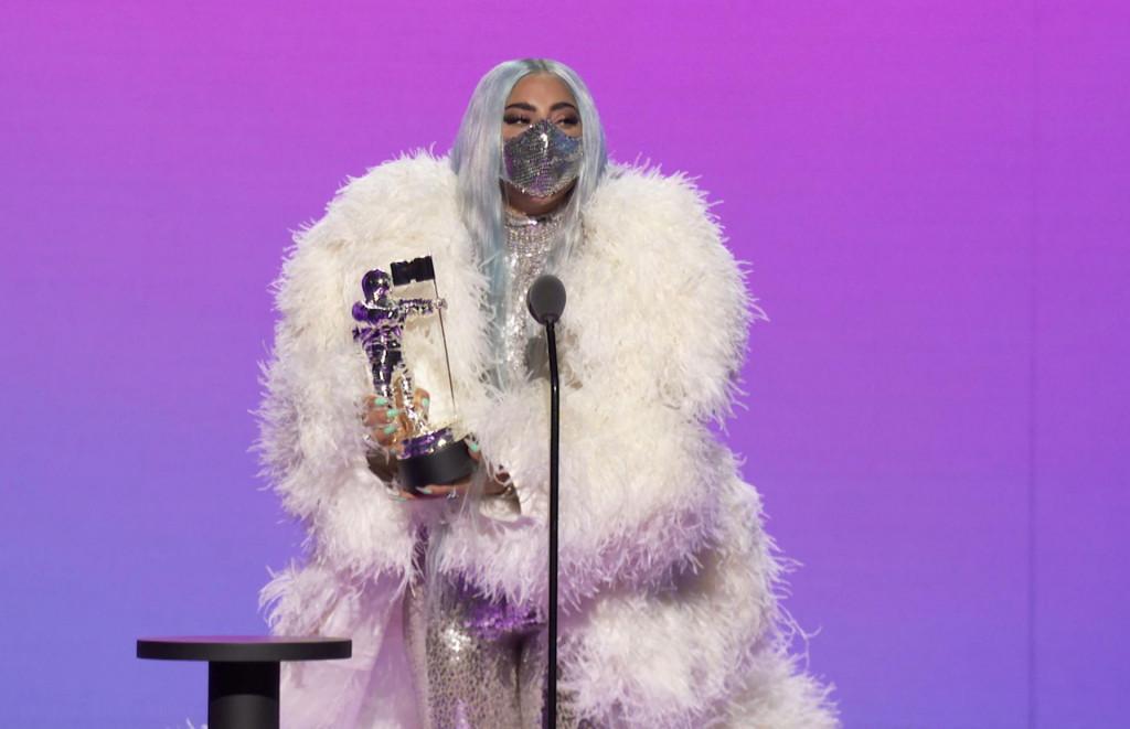 Лејди Гага повторно на филмското платно, но кој згоден актер ќе ја придружува сега?