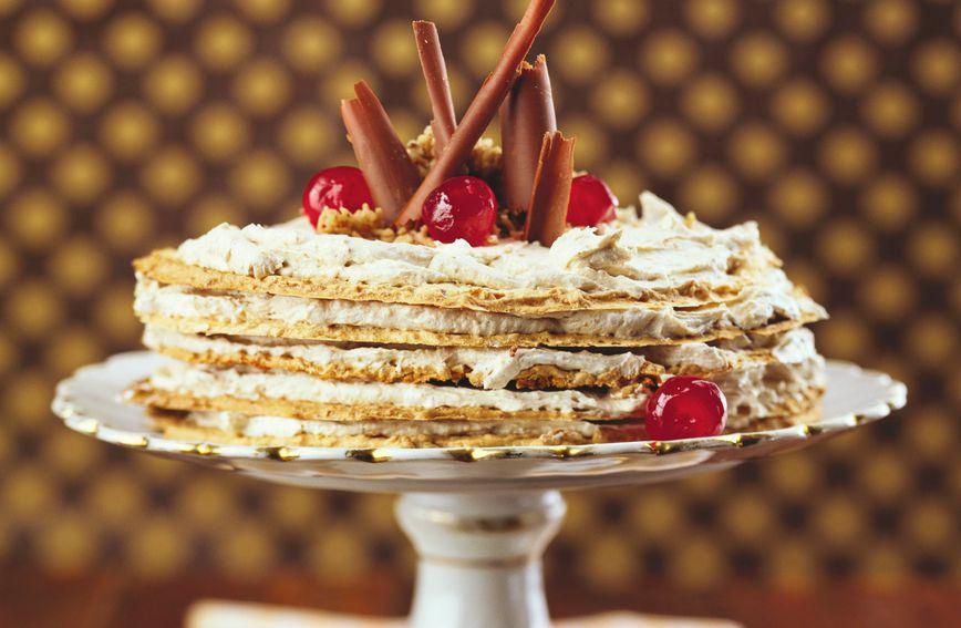 Рецепт за торта од палачинки и пире од костени