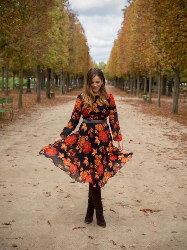Совршени есенски комбинации со цветни фустани