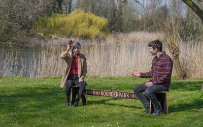 Во Амстердам има клупи за социјално дистанцирање кои се дизајнирани за безбедни средби во парковите