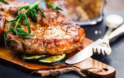 Кујнски трик: Како да го омекнете месото со состојки кои веќе ги имате дома?