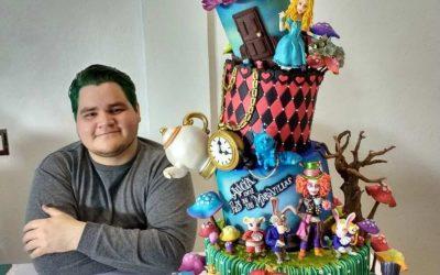 Момче од Мексико прави торти со фондан, а инспирација му се суперхероите и цртаните ликови
