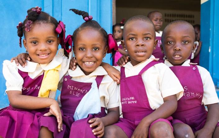 Како изгледаат училишните униформи низ светот?