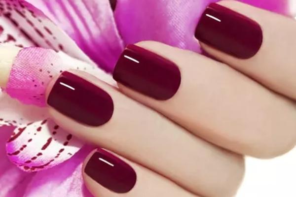 Кои бои на лак за нокти ќе бидат во тренд оваа зима?
