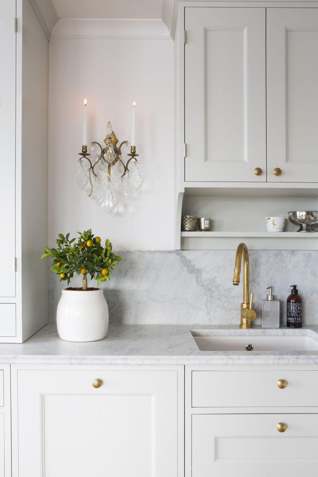 Тајната е во златните рачки: Детаљ што веднаш ќе го подобри изгледот дури и на најобичната кујна