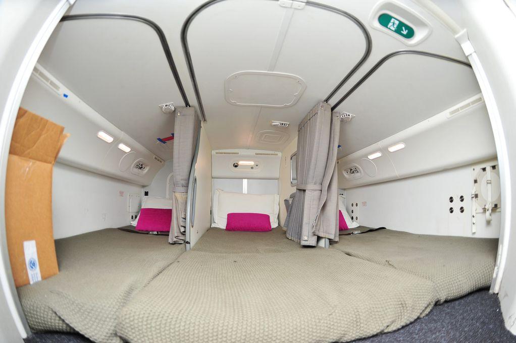 Тајни простории во авионите: Дали знаете каде спие екипажот за време на долгите летови?