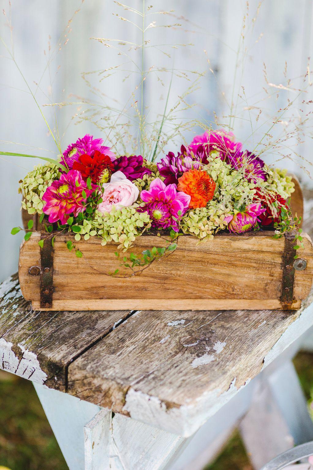 Од масичка до полица: 10 докази дека дрвена кутија може да замени дел од мебелот во домот