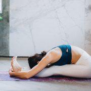 Едноставна јога поза што треба да ја правите по обилен оброк