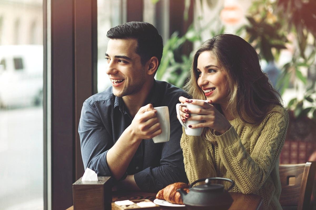 Овие 36 прашања може да ве натераат да се заљубите, да се зближите и да ги запознаете другите луѓе