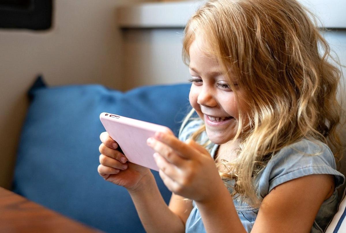 Знаци што откриваат дека вашето дете поминува премногу време на социјалните мрежи