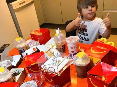 """4-годишно момче го """"позајмил"""" телефонот на својата мајка и направилo нарачка од МекДоналдс вредна 100 долари"""