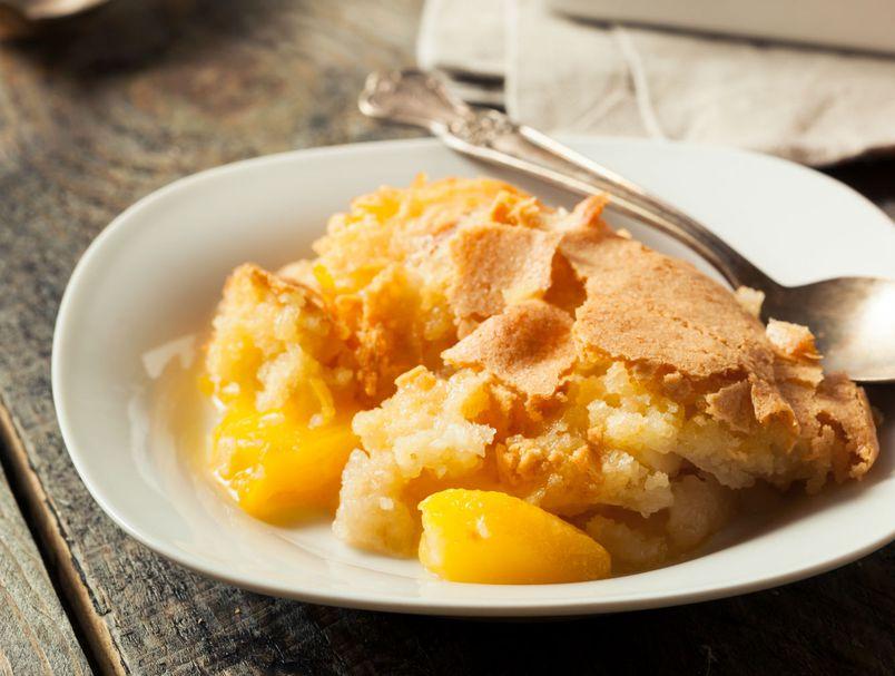 Само 3 состојки: Најлесен рецепт за сочен зимски колач што го полуде светот