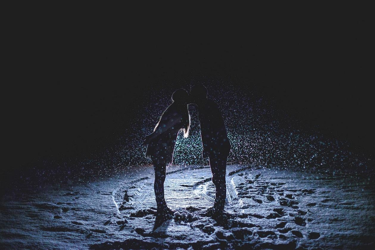 #snowglobing: Празничен тренд во романтичните средби, за кој не знаеме што да мислиме