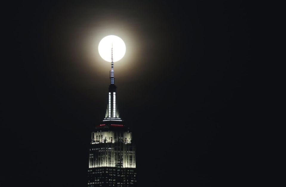 Вечерва на небото може да се види последната полна месечина во годината!