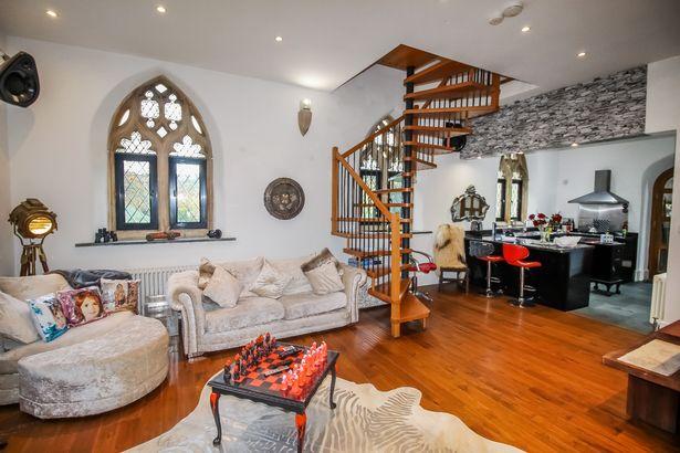Капела во Англија изградена во 1855 година е претворена во необичен, но топол дом