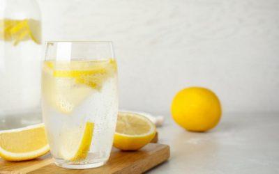 Колку газирана вода е премногу и дали може да ја замени обичната вода?