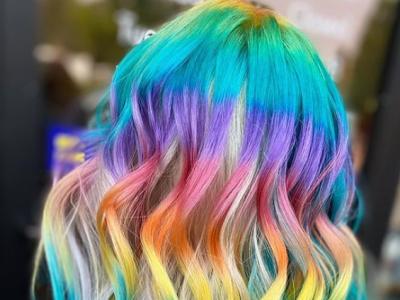 Необичен тренд во Америка: Коса со боите на виножито