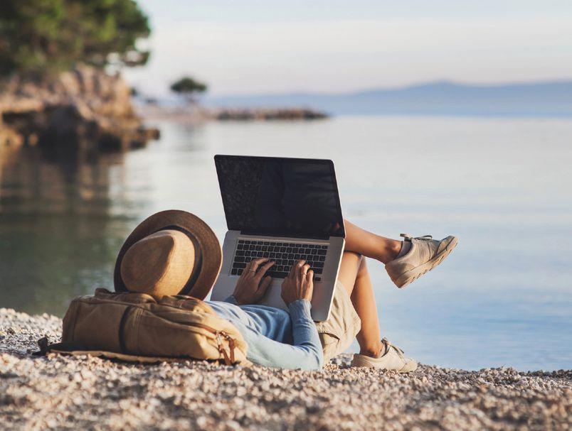 Совети за дигитални номади: Како да живеете без постојана адреса, а да заработувате добро?